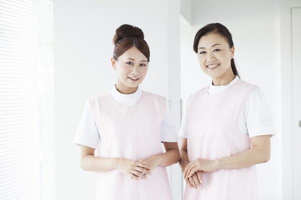 2人のケアマネージャー女性