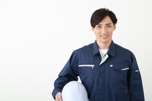工場で働くのと介護職はどちらがきつい?転職するならどっち?